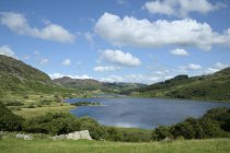 Royaume-Uni, Pays de Galles, Lac Llynnau Mymbyr dans le parc national de Snowdonia — Photo de stock