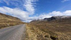 Северо-Шотландское нагорье, вид ландшафта в дневное время — стоковое фото