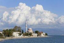 Турция, представление залива Эдремит в дневное время — стоковое фото