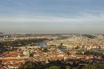 République tchèque, Prague, la rivière Vltava avec le pont Charles — Photo de stock