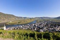 Alemania, Renania Palatinado, vista de la ciudad Bremm cerca río de Mosela - foto de stock