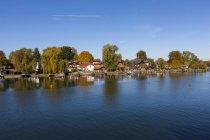 Alemania, Baviera, Alta Baviera, Chiemgau, Vista de la isla de Frauenchiemsee - foto de stock
