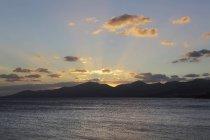Испания, Лансароте, закат в Пуэрто дель Кармен — стоковое фото