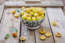 Mirabelles dans un bol — Photo de stock