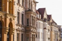 Германия, Саксония-Анхальт, Озил, Роу отреставрированных таунхаусов — стоковое фото