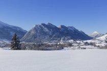 Village de Pfronten, Ostallgu, pralpines, Souabe, Bavière, Allemagne — Photo de stock