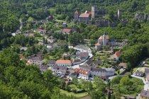 Austria, vista del castillo Hardegg en Hardegg durante el día - foto de stock