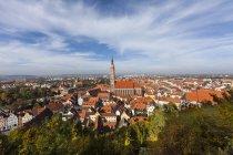 Німеччина, Баварія, Landshut, повітряні міський пейзаж з церквою Святого Мартіна — стокове фото