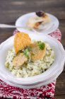Risotto al porro con patatine di Parmigiano — Foto stock