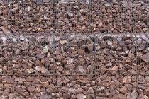 Roten Steinen am Kasten im freien — Stockfoto