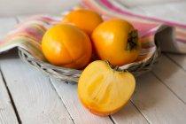 Cachi frutta e frutta affettata Kaki — Foto stock