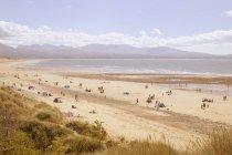 Великобритания, Уэльс, песчаный пляж возле Ньюборо — стоковое фото