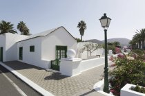 Espanha, Lanzarote, Yaiza, casa branca, no passeio — Fotografia de Stock