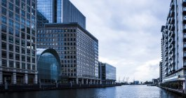 UK, London, Docklands and modern buildings at financial district — Stock Photo