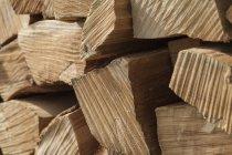 Germania, Laupheim, pila di legno, primi piani — Foto stock
