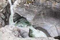 Canada, Alberta, Montagne Rocciose, Parco Nazionale Jasper, Veduta del Maligne Canyon e del fiume Maligne — Foto stock