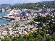 Карибский, Малые Антильские острова, Сент-Люсия, Вид на Кастри и контейнерную гавань — стоковое фото