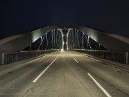 Alemanha, Hesse, Frankfurt, Osthafenbruecke à noite — Fotografia de Stock