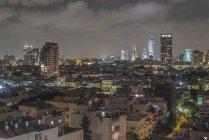 Vista di notte di paesaggio urbano di Tel Aviv. Israele — Foto stock