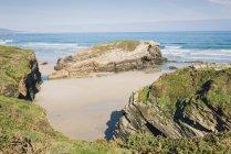 Spain, Ribadeo, Playa de Las Catedrales, Sunny morning at beach — Stock Photo