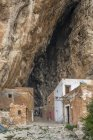 Italia, Sicilia, Provincia di Trapani, Custonaci, Museo del villaggio all'aperto nella Grotta Mangiapane — Foto stock
