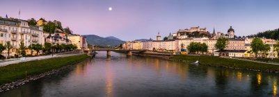 Austria, Salzburg, cityscape with river Salzach at night — Stock Photo
