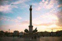 Ungheria, Budapest, Piazza degli eroi con il monumento — Foto stock