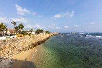 Sri Lanka, Pettigalawatta, Galle, Townscape on coast against water — Stock Photo