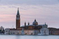 Italia, Venezia, San Giorgio Maggiore vista al crepuscolo — Foto stock