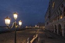 Italy, Venice, Promenade with Doge's Palace at night — Stock Photo