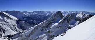 Германия, Бавария, вид на горы Карвендель и Баварские Альпы — стоковое фото
