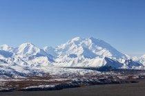 Gama de alaska cubierta de nieve en el Parque Nacional de Denali, Alaska, Estados Unidos - foto de stock
