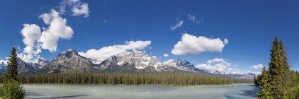 Kanada, Alberta, Jaspis Nationalpark, Banff Nationalpark, Eisfelder Parkway, Athabasca Fluss — Stockfoto