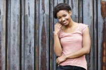 Portrait of smiling young woman — Stock Photo