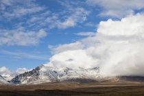 Landscape along Denali Highway in autumn with Alaska Range, Alaska, USA — Stock Photo