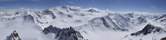 Montañas de Austria, vista de Wildspitze y Pitztal - foto de stock