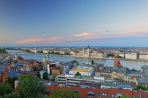 Hungary, Budapest, View to Pest with parliament building and Danube river in the evening — Stock Photo