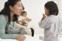 Familie asiatischer drei Generationen — Stockfoto