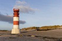 Alemanha, Helgoland, farol na ilha das dunas — Fotografia de Stock
