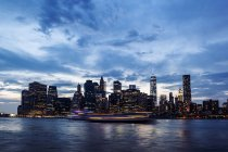 USA, New York City, view from Brooklyn to Manhattan skyline and East River at evening twilight — Stock Photo