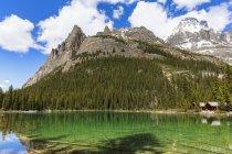 Canadá, Columbia Británica, Yoho Nationalpark, Lake O 'Hara, Wiwaxy Peaks y Mount Huber - foto de stock