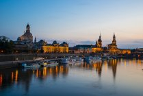 Germany, Saxony, Dresden, View of Academy of Fine Arts, Bruehl's Terrace, Sekundogenitur, Hausmann Tower, House of the Estates,  Dresden Cathedral, Semper Opera House and Augustus Brigde with Elbe waterfront in the evening — Stock Photo