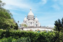 France, Paris, view to Sacre-Coeur at Montmartre and trees on foreground — Stock Photo