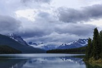 Канада, Альберти, яшми національного парку, Maligne Гора, Maligne озеро — стокове фото