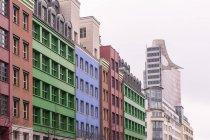 Vista de fachadas de Quartier Schuetzenstrasse durante el día, Berlín, Alemania - foto de stock
