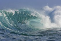 Ozean rieselt in der Sonne — Stockfoto
