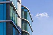 Германия, Баден-Вюртемберг, Штутгарт, офисное здание днем — стоковое фото