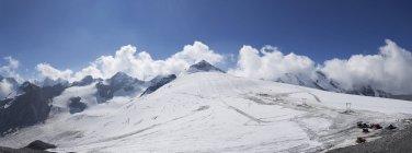 Италия, Южный Тироль, Финшгау, горнолыжного района на перевал Стельвио в дневное время — стоковое фото