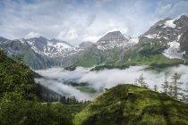 Австрия, Зальцбург, Австрийские Альпы, Высокий Тауэрн национального парка в дневное время — стоковое фото