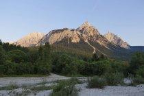 Áustria, Tirol, Vista de Ehrwalder Sonnenspitze durante o dia — Fotografia de Stock
